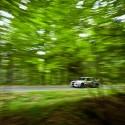 Průjezd lesem ve vysoké rychlosti