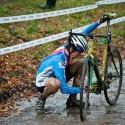 Spadlý řetěz v prvním kole - to není nejlepšší start do závodu, ME v cyklokrosu 2013 (her)