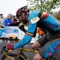 Belgičan Yannick Peeters v posledním kole urval Adama Ťoupalíka a dojel si pro evropský titul, ME v cyklokrosu 2013 (her)