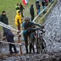 Souboj o čelo - jak jinak než v podání dvou Belgičanů, ME v cyklokrosu 2013 (her)