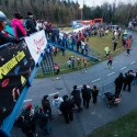 Diváci všude, kam oko dohlédne - to je popularita biatlonu dnes, biatlonová exhibice 2014