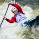 Lena Stoecklin (GER) bojuje s vodou, IFC canoe slalom World Cup 2014 – Prague