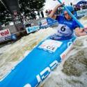 Jiří Prskavec (CZE) se připravuje na kritickou protivodnou branku, IFC canoe slalom World Cup 2014 – Prague