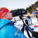 Trenér Marek Lejsek dohlíží na střelnici, biatlonová exhibice 2015