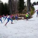 Jediný kopeček z osmisetmetrového okruhu, který byl biatlonistům k dispozici, biatlonová exhibice 2015