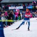 Diváci lemovali i ta místa na trati, která jsou obyčejně vyhrazena trenérům a týmu, biatlonová exhibice 2015