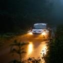 Posádka Tlusťák - Škaloud na konci mlžné deváté rychlostní zkoušky Barum Czech Rally 2012