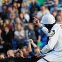 124. Velká pardubická steeplechase, Jan Faltejsek a jeho vítězné gesto zaplněným tribunám (syn)