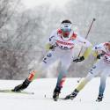 Anders Soedergren  a Johan Olsson (SWE) na trati skiatlonu