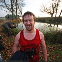 Albánský závodník právě zjistil, že se příliš napil močky v rybníce a neštěstí v podobě nálože v trenkách bylo na světě. Turman 2012 (syn)