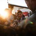 Josef Váňa poskytuje rozhovory novinářům na konci dostihového dne,123. Velká pardubická steeplechase (can)