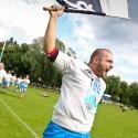 Kapitán Jan Rohlík s vlajkou při vítězném kolečku kolem stadionu (can)